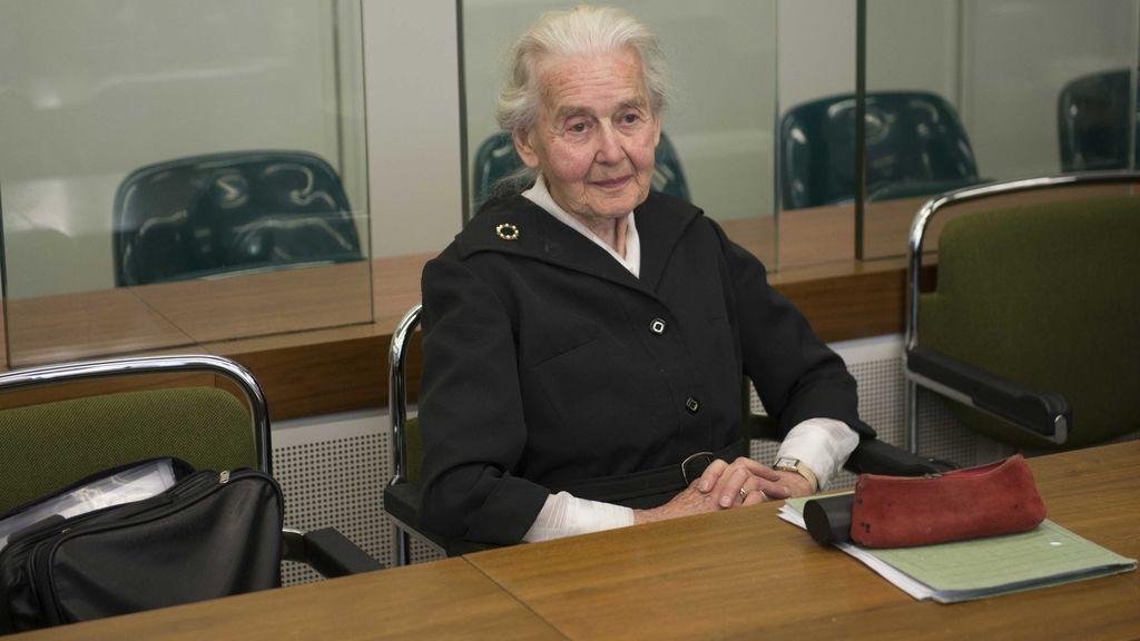 Condenan a seis meses de cárcel en Alemania a una mujer de 88 años por negar el Holocausto