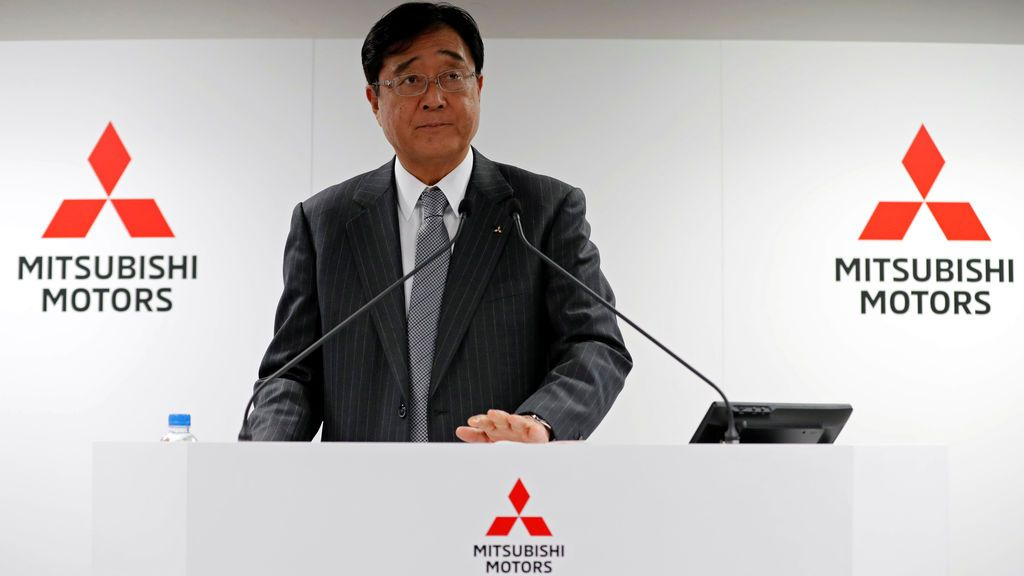 El presidente y CEO de Mitsubishi Motors Corp, Osamu Masuko, asiste a una conferencia de prensa en la sede de la compañía en Tokio