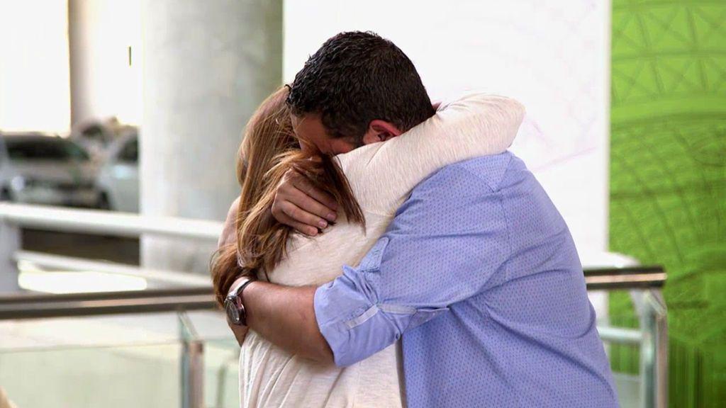 ¡Por fin! Julio vuelve a abrazar a su madre