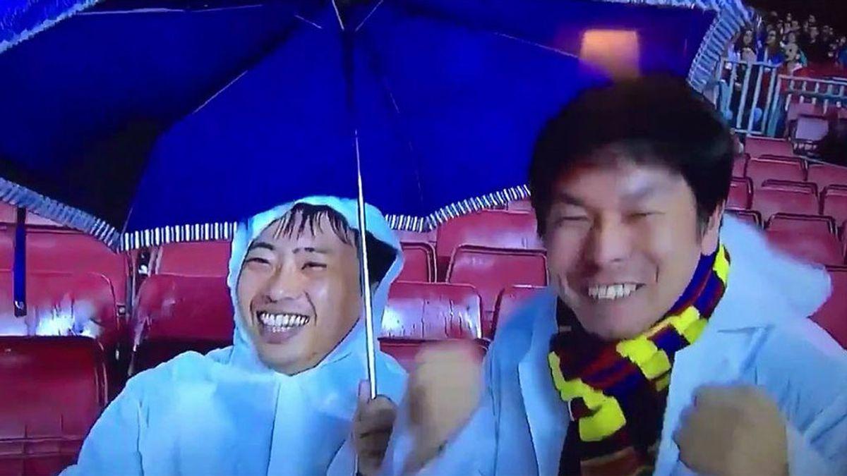 La reacción viral de dos aficionados del Barça a la expulsión de Gerard Piqué