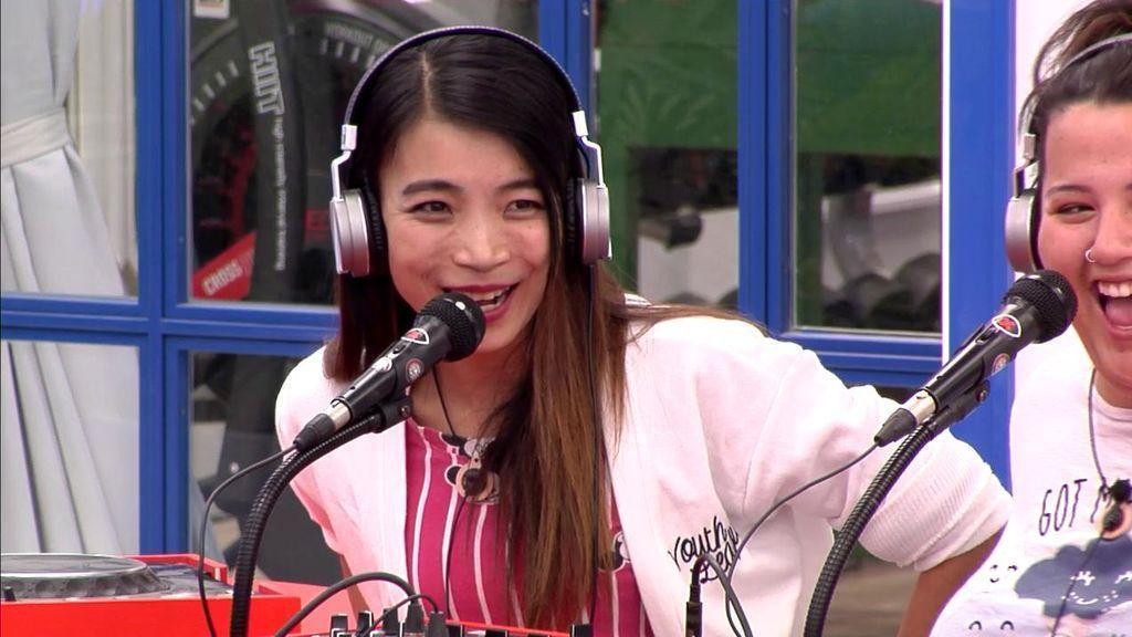 Pilar enseña a Yangyang a cantar una jota… y ella hace lo que puede 😂😂