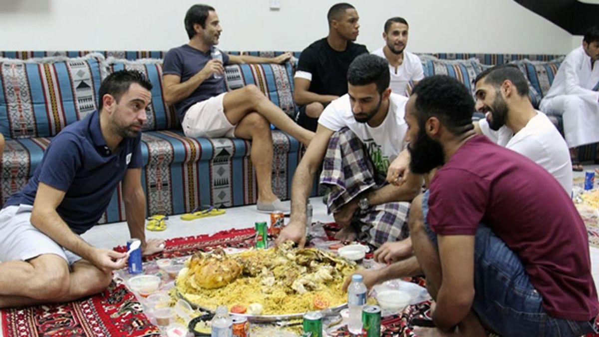 Así de bien se ha adaptado Xavi Hernández a las costumbres árabes