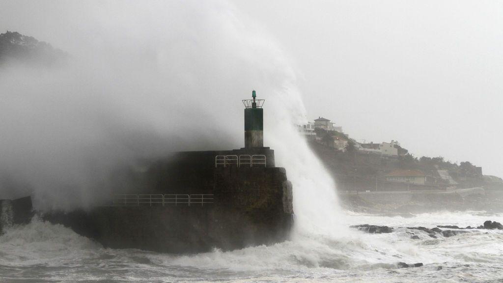 Llega la primera marejada del otoño: olas de 6 metros en Galicia, Asturias y Cantabria
