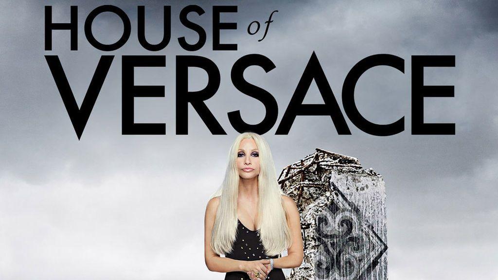El lujo más excesivo llega el lunes 23 a Divinity con 'House of Versace': el biopic de Donatella, la 'signora' de la moda