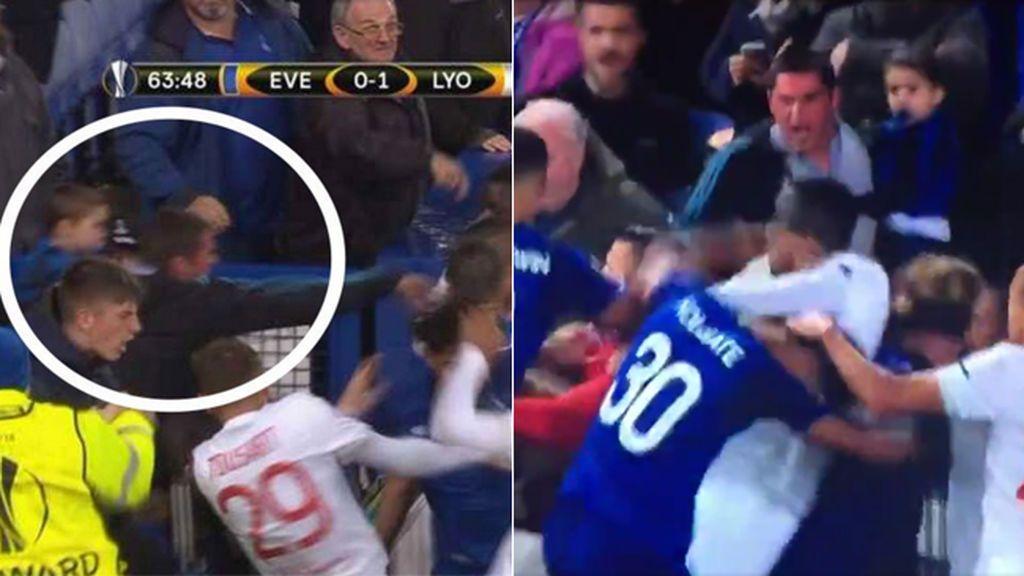 ¡Lamentable! Un aficionado del Lyon intenta agredir a jugadores del Lyon ¡con su hijo menor en brazos!