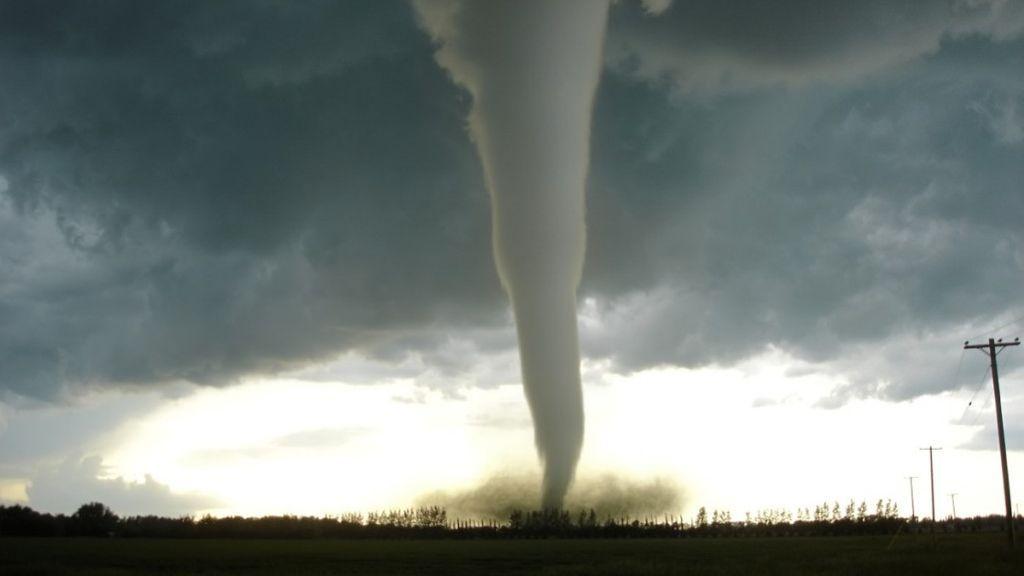¿Qué tienes que hacer si te encuentras un tornado en el barrio como el de Tarragona?