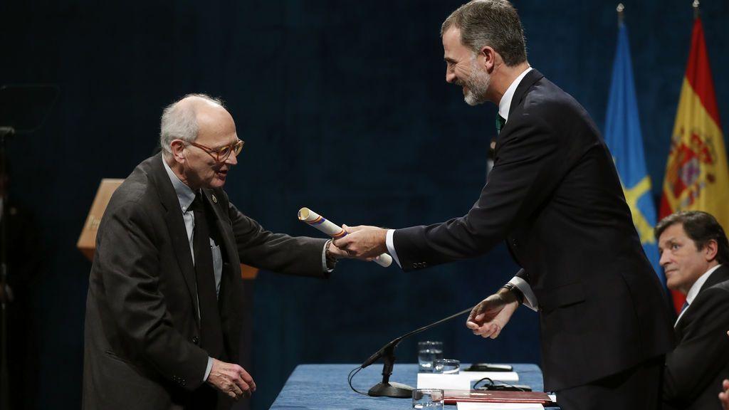 El rey Felipe entrega el premio Princesa de Asturias de Investigación Científica y Técnica 2017 a Rainer Weiss