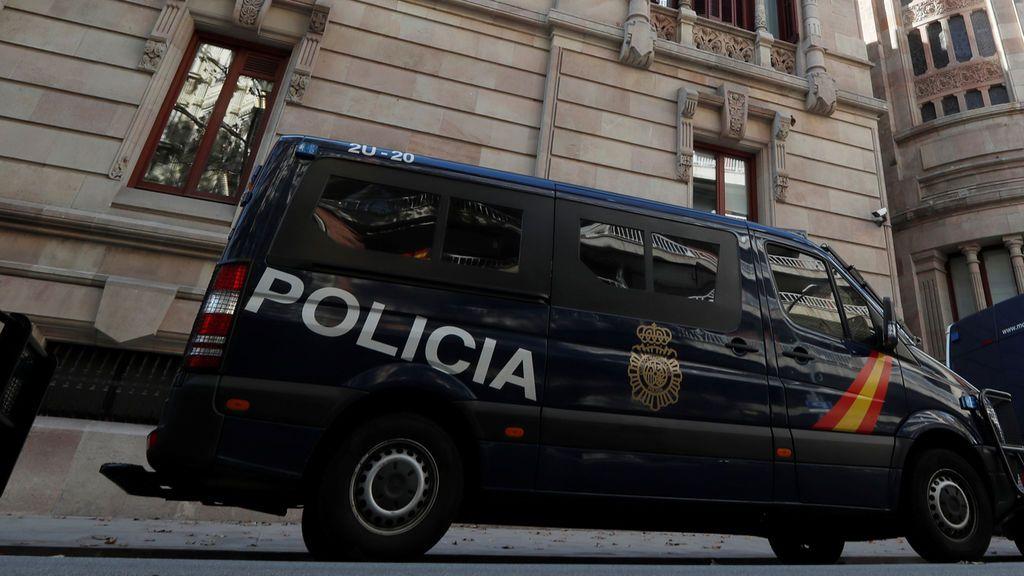 Dos detenidos por intentar agredir a un policía ante la Delegación del Gobierno en Barcelona