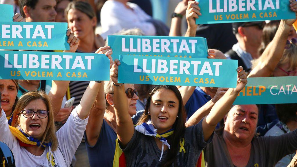 Manifestantes piden libertad para los 'Jordis' en Barcelona