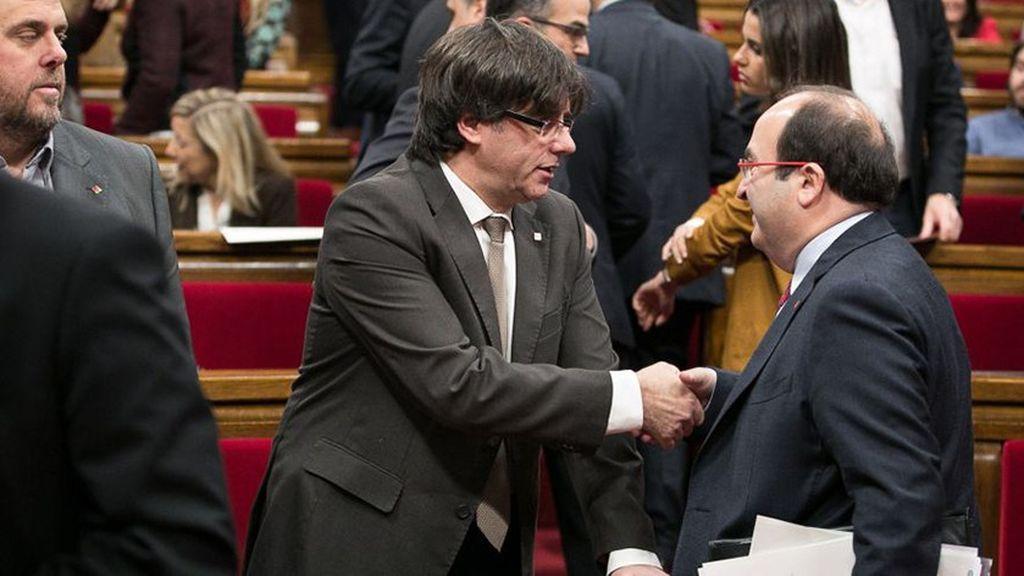 Puigdemont e Iceta se reunieron el viernes para abordar la situación en Cataluña