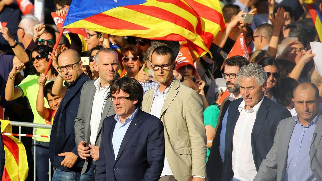 Carles Puigdemont llega a la manifestación en Barcelona