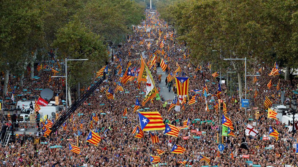 Miles de personas apoyan a Sànchez y Cuixart en Barcelona y expresan su rechazo al 155