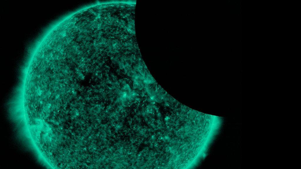 La Luna se cuela en una fotografía del Sol