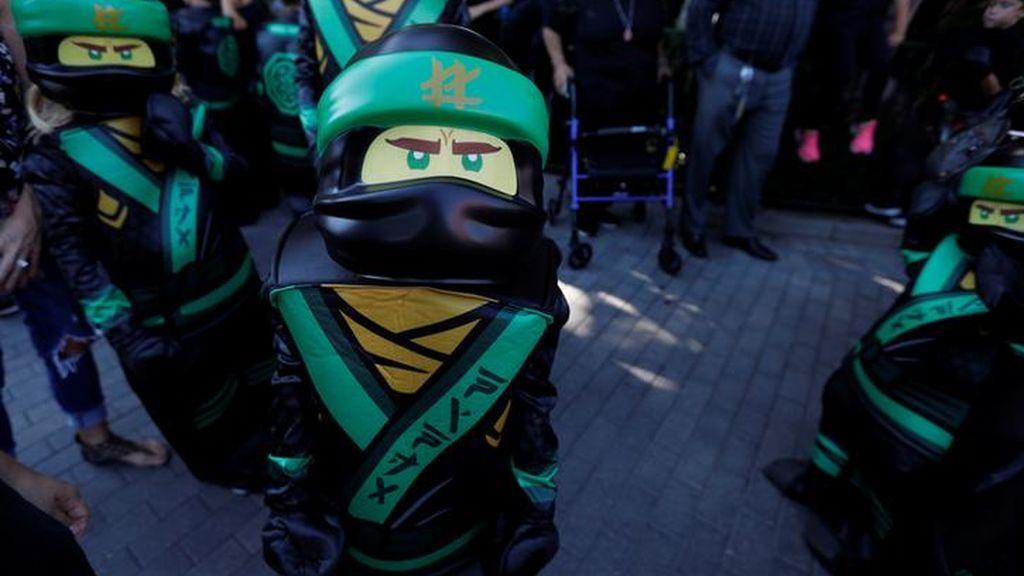 La Policía irrumpe en una juguetería para aplicar la ley antiburka por un disfraz