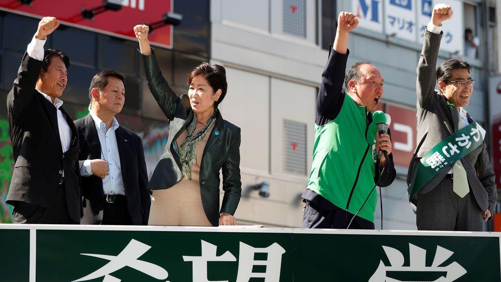 La gobernadora de Tokio emerge como gran fuerza de las elecciones en Japón