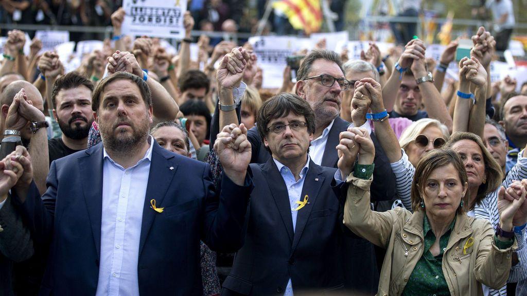 """El PP  a Puigdemont: """"Apela a la democracia quien la pisotea infringiendo la Constitución y el Estatuto"""""""