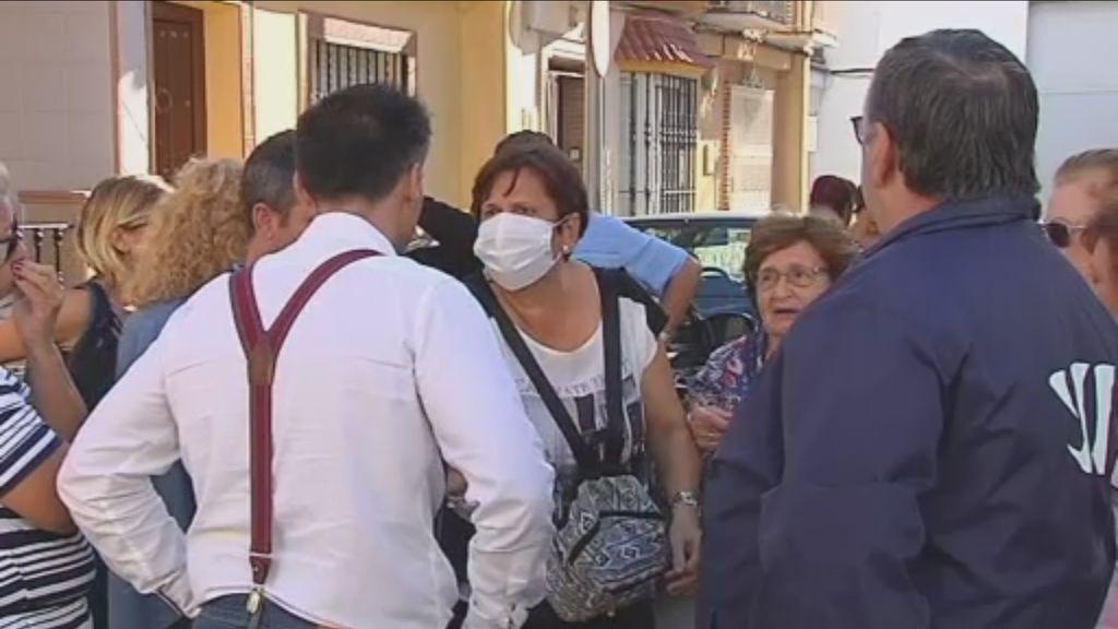 Los vecinos de Coria del Río, Sevilla, creen que les están envenenando