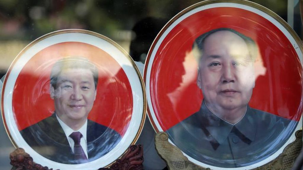 Placas conmemorativas Mao Zedong y Xi Jinping