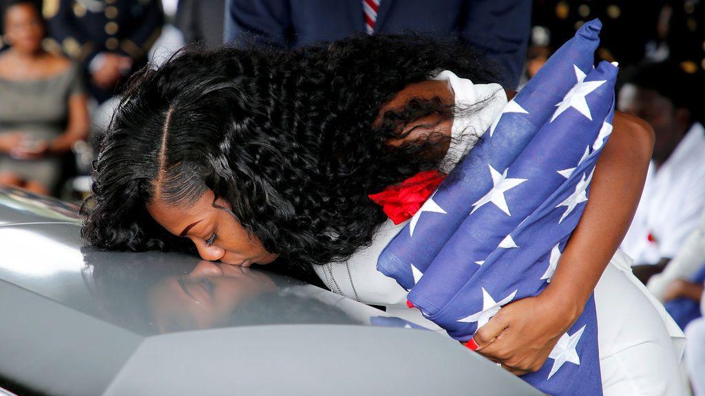 """La viuda de un militar caído en combate afirma que la llamada de pésame de Trump le hizo llorar """"todavía más"""""""