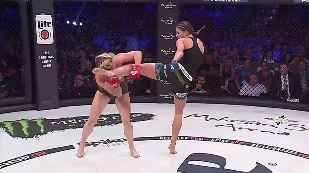¡Le rompen la nariz de una patada en un combate de MMA y le pide al árbitro continuar la pelea!