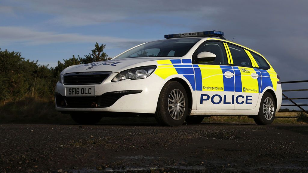 Arrestan en Escocia a un hombre armado con una ballesta que tomó a una mujer de rehén