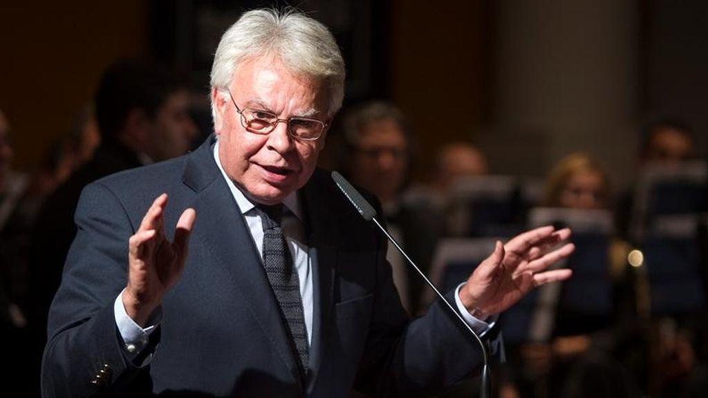 """Felipe González, contrario a parar el 155 si Puigdemont convoca elecciones tras """"declarar la independencia"""""""