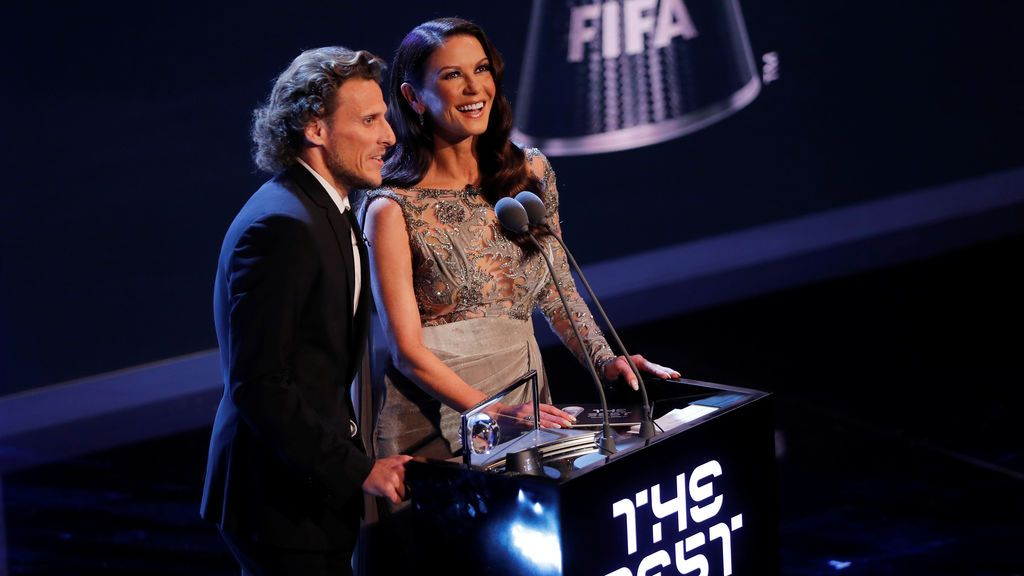 Catherine Zeta Jones reaparece irreconocible en los premios The Best FIFA