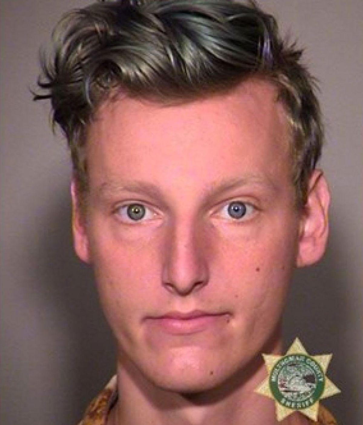 Un hombre acusado de quemar al bebé de su amigo