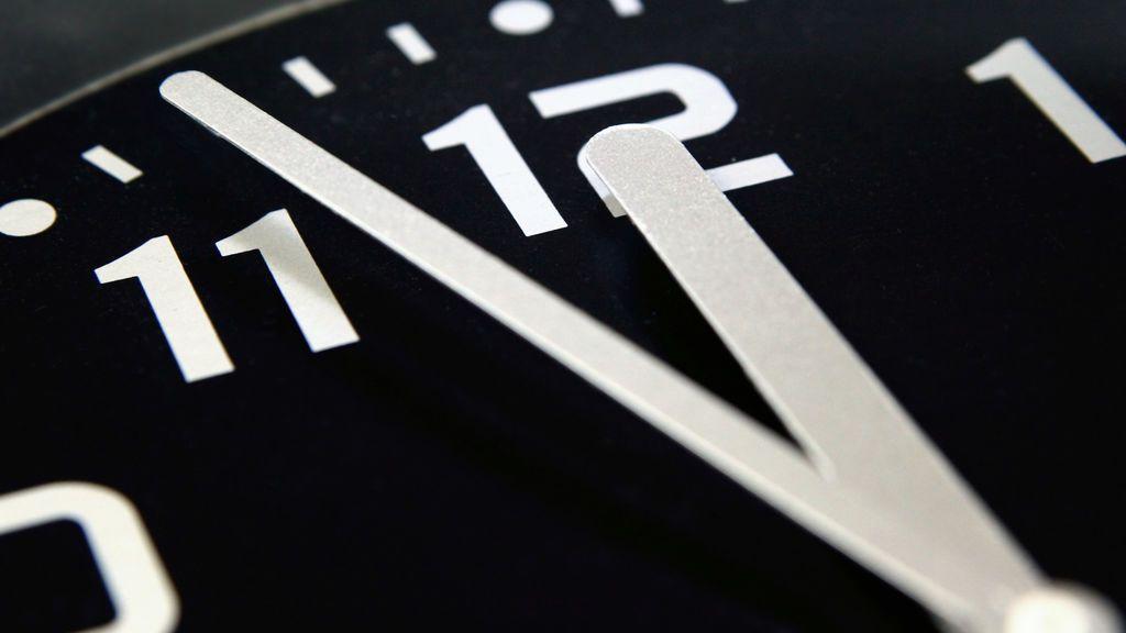 Los relojes se atrasan una hora en la madrugada de este domingo