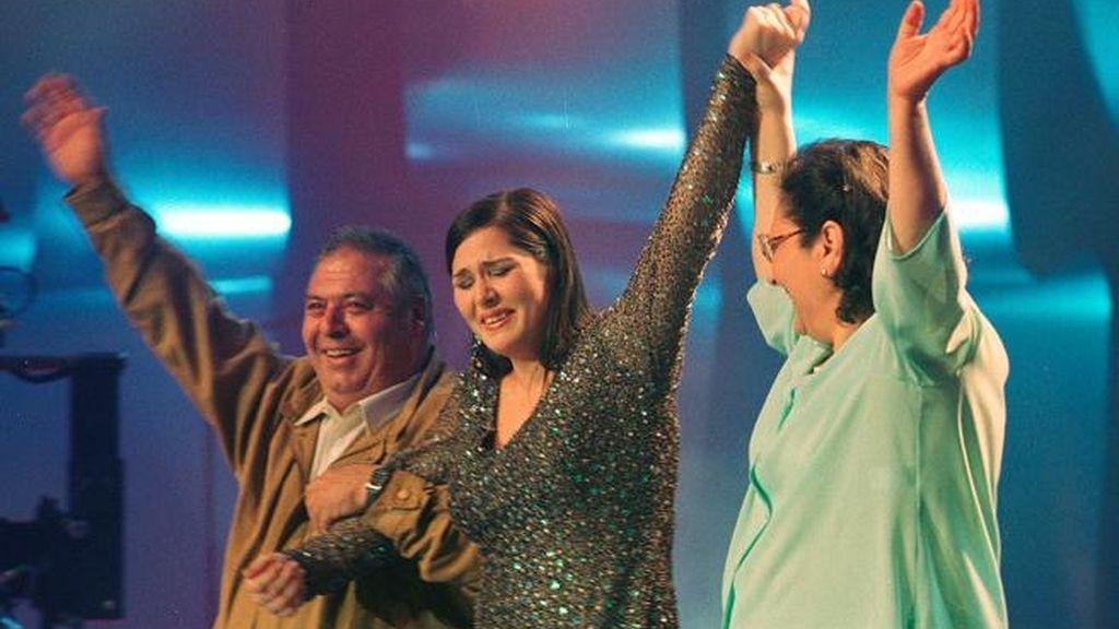 Rosa López, ganadora de 'Operación triunfo', lo celebra junto a sus padres