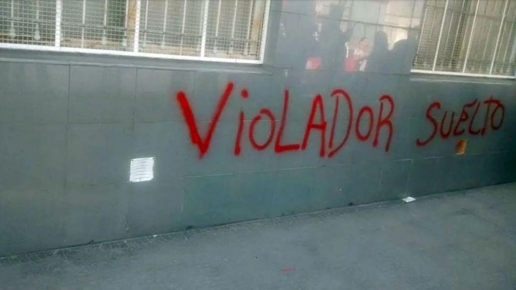 Acusan a un profesor de abusar de 15 niños de una escuela infantil en Argentina y la directora lo defiende