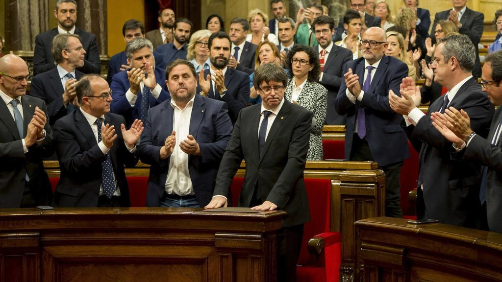 Diputados de JxSí en el parlamento catalán dimiten ante la probable convocatoria de elecciones