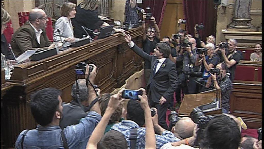 Así votaba Carles Puigdemont el 'sí' a la República de Cataluña