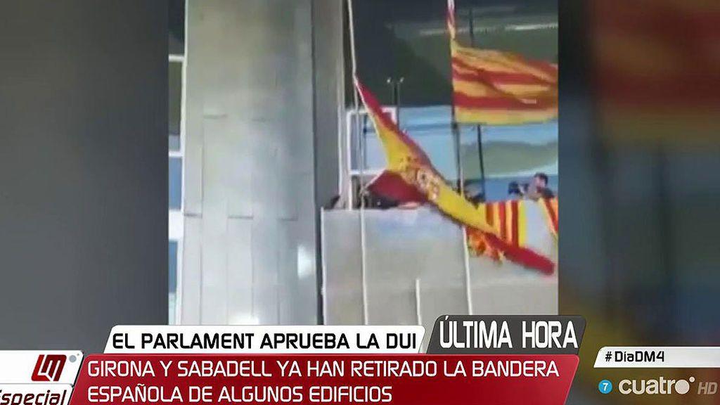 En Girona y Sabadell ya se ha retirado la bandera española de algunos edificios