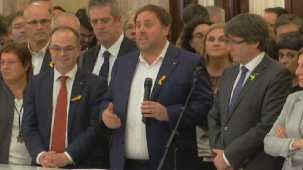 """Puigdemont pide paz, civismo y dignidad y Junqueras apela a la """"participación de todos"""""""