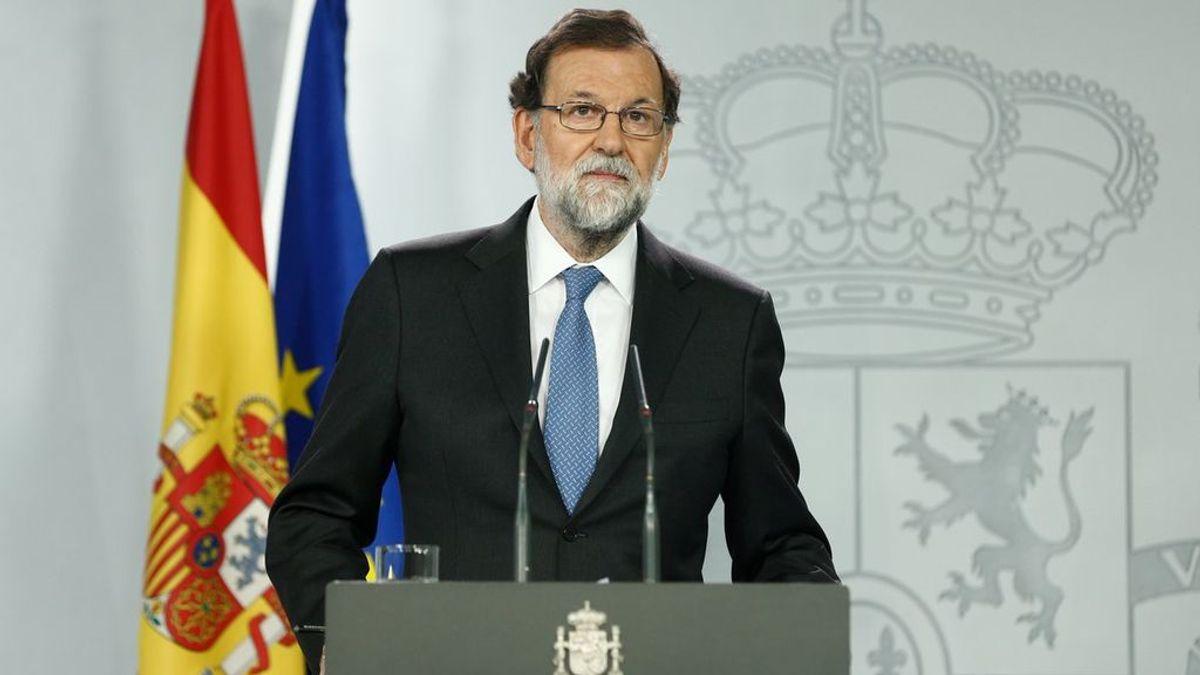 Rajoy anuncia los ceses del Gobierno catalán, del director de los Mossos y la extinción del Diplocat y 'embajadas'
