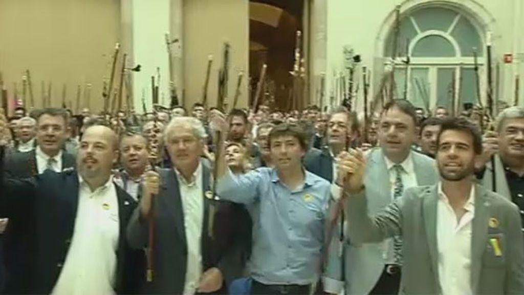 """Más de 500 alcaldes catalanes gritan """"independencia"""""""