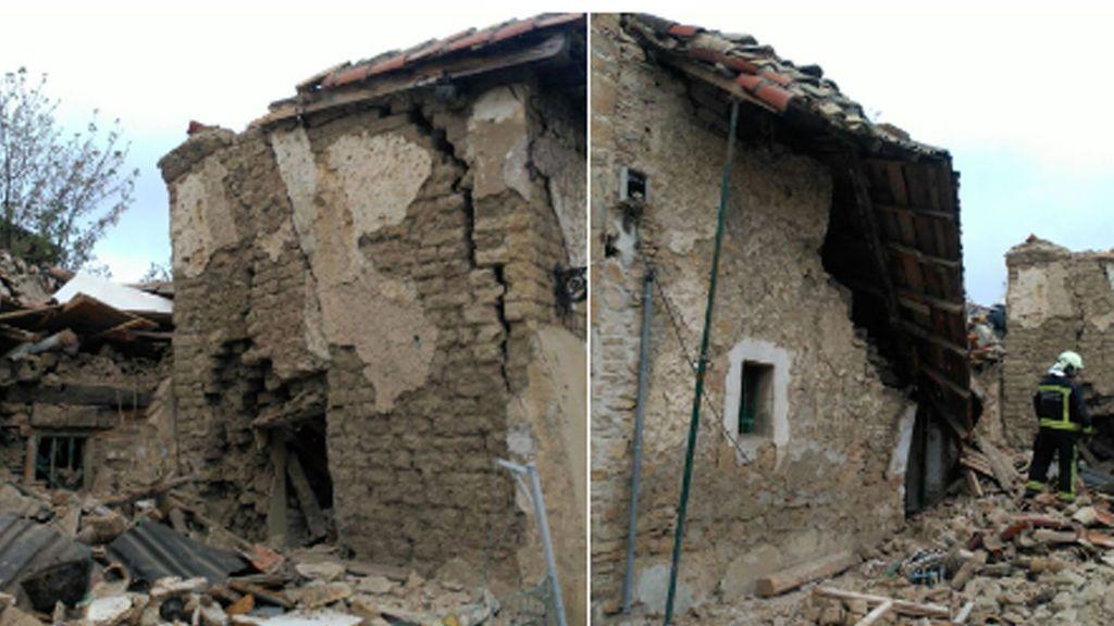 Rescatan con vida una persona en el interior de una casa derrumbada en Pamplona