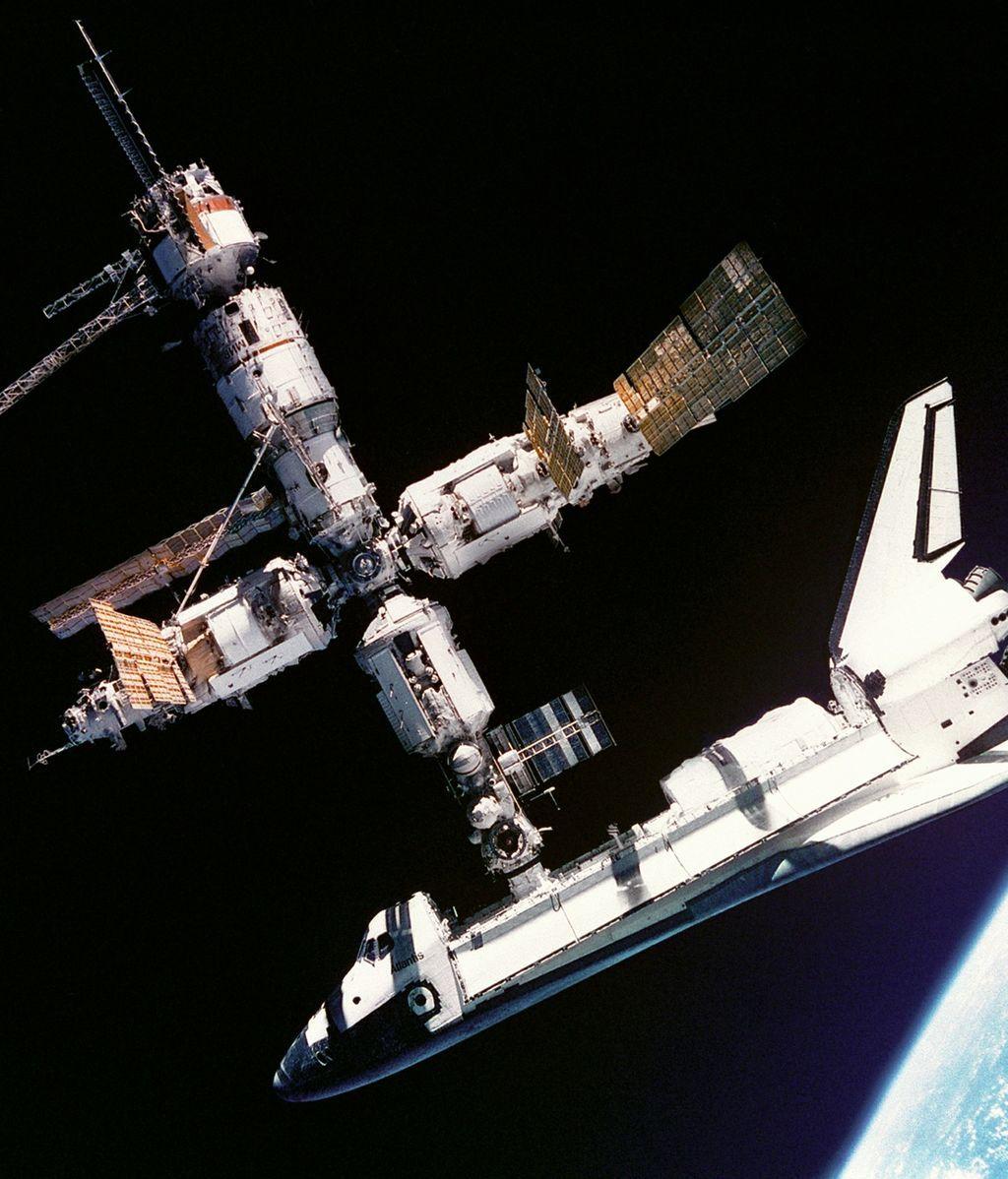atlantis-space-shuttle-619890_1920