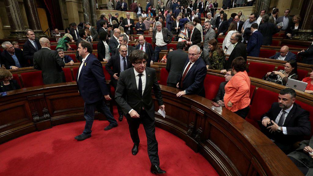 "JxSí y CUP piden al Parlament ""instar"" al Govern a proclamar una república"