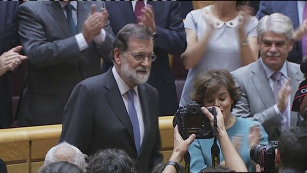 Así fue la ovación cerrada con la que el Senado recibió a Rajoy