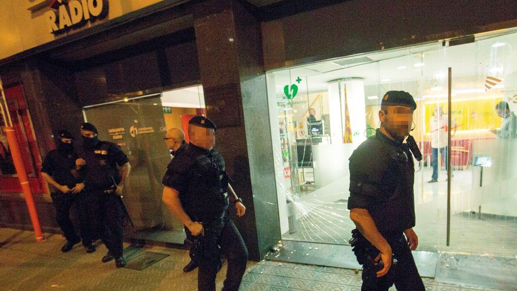 Tres agredidos por manifestantes antiindependentistas en Barcelona