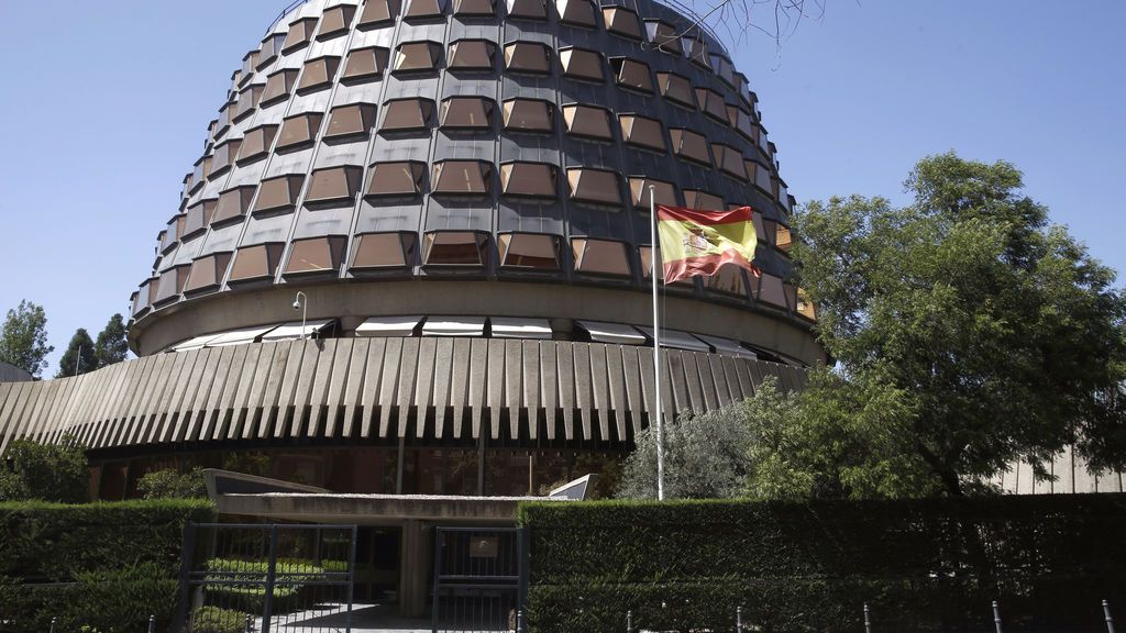 El Constitucional no suspende la independencia de Cataluña hasta oír a la Fiscalía