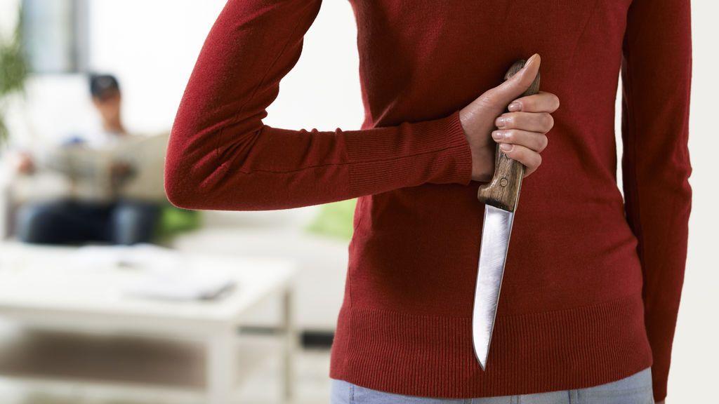 Una mujer le corta el pene a su marido tras intentar violarla delante de sus hijos
