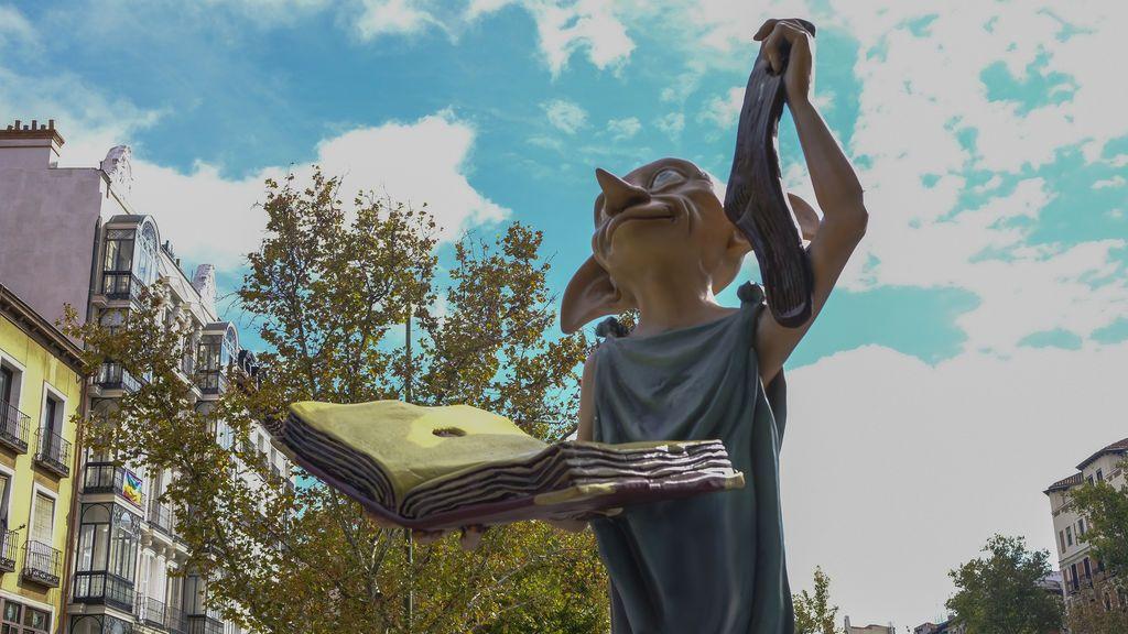 El bonito gesto de los fans de Harry Potter en la estatua de Dobby en Madrid