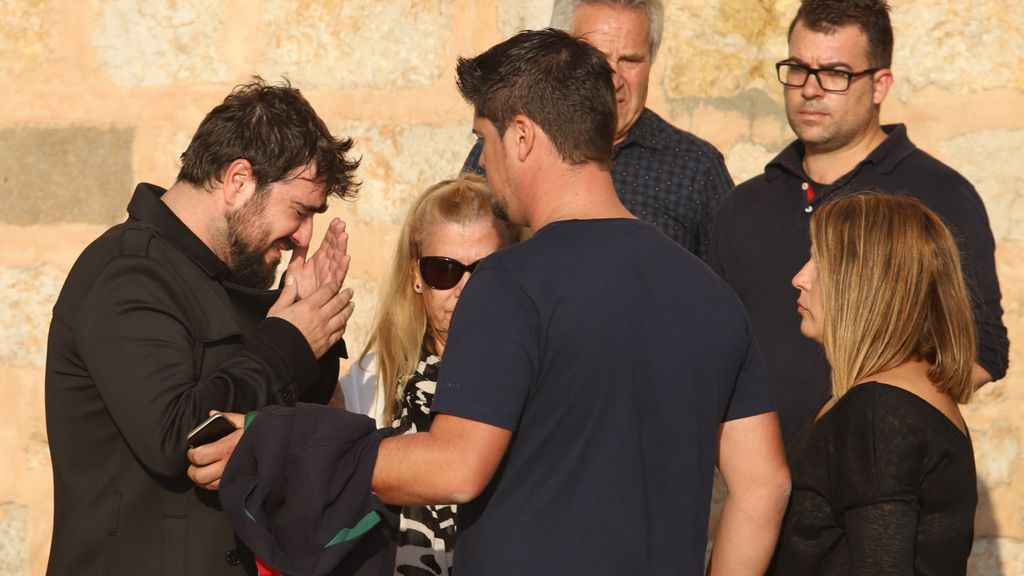 Antonio Orozco despide a la madre de su hijo profundamente emocionado