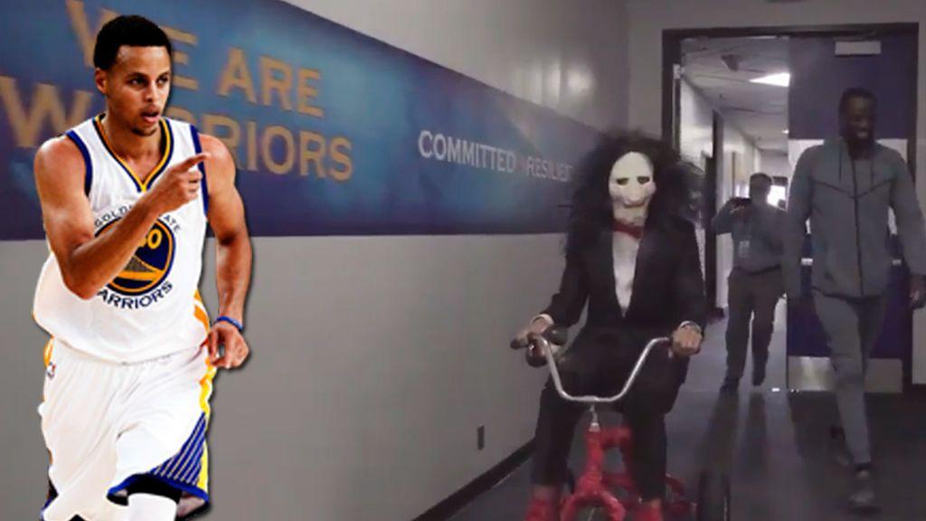 El show de Stephen Curry: llegó al pabellón disfrazado de Jigsaw, la metió desde el vestuario... ¡¡y perdió!!