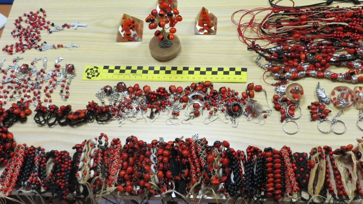 La Guardia Civil interviene bisutería tóxica en un mercadillo de Jaén