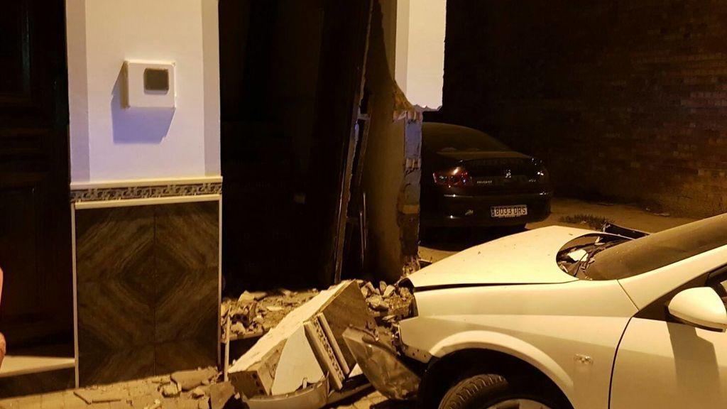 Un niño de 14 años estrella el coche de su padre contra una casa de El Viso (Sevilla)