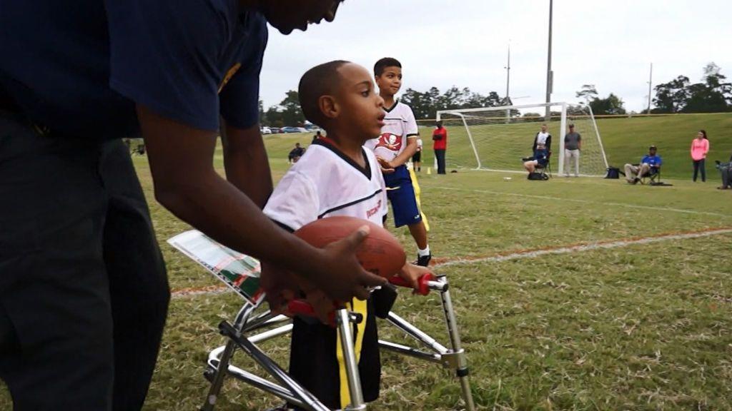 ¡Derribando barreras! Malachi Pettway, con siete años y parálisis cerebral, anota su primer 'touchdown'